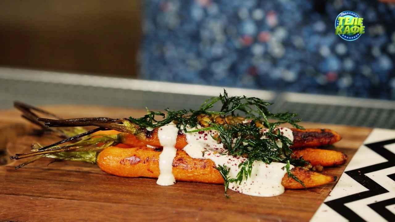 Запечённая морковь с тахини и жареной ботвой
