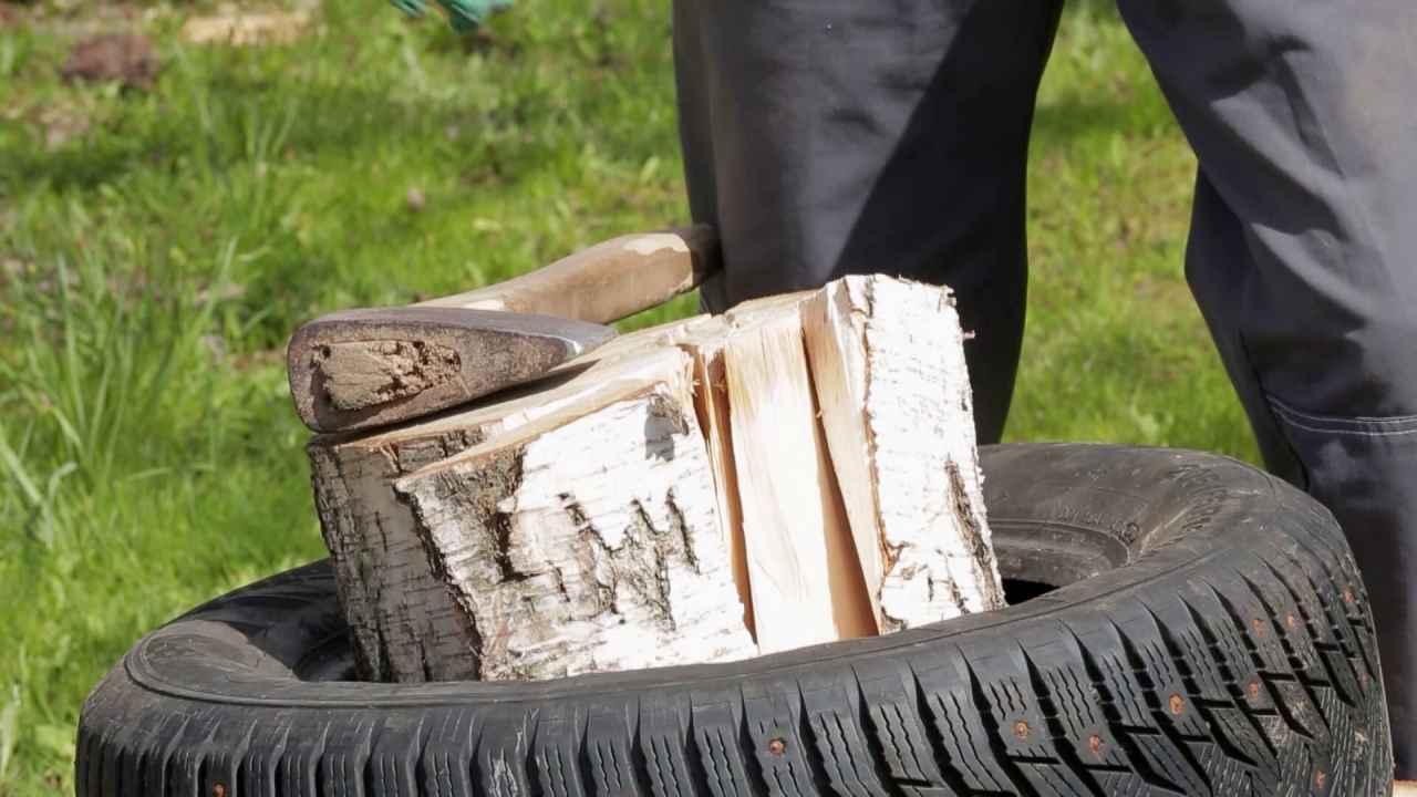 Как колоть дрова, чтобы они не разлетались в стороны: используем покрышки