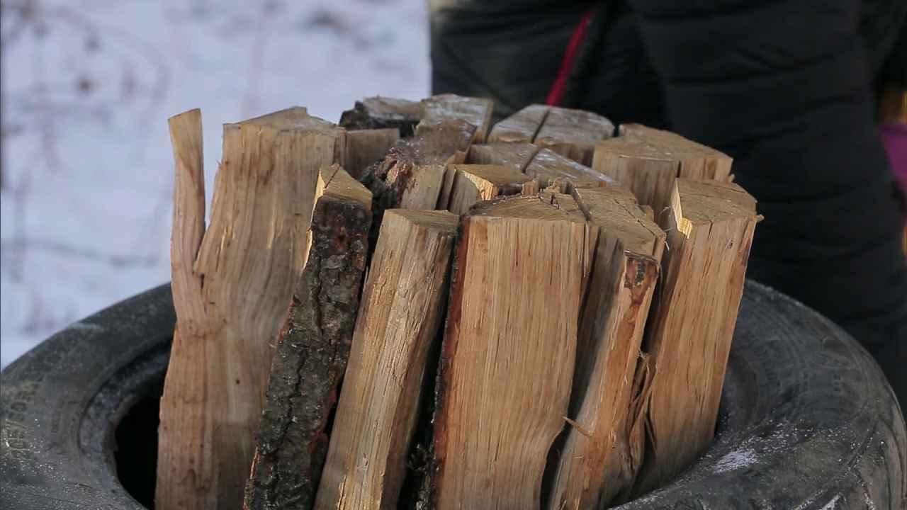 Три способа колки дров, чтобы они не разлетались в стороны