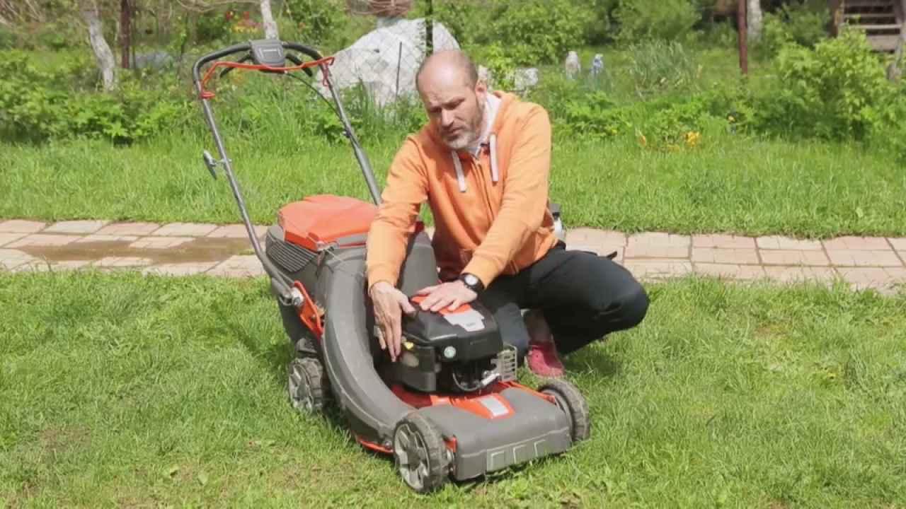 Как подготовить газонокосилку к новому сезону
