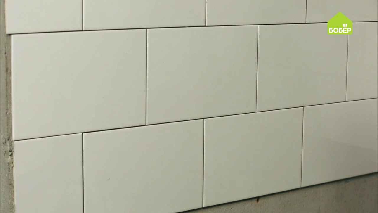 Приклеиваем на стену керамическую плитку. Часть 2