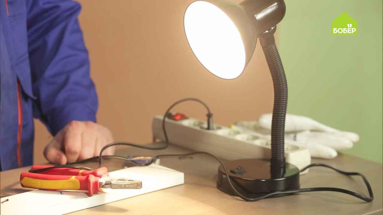 Изолируем провода с помощью полиэтиленового пакета