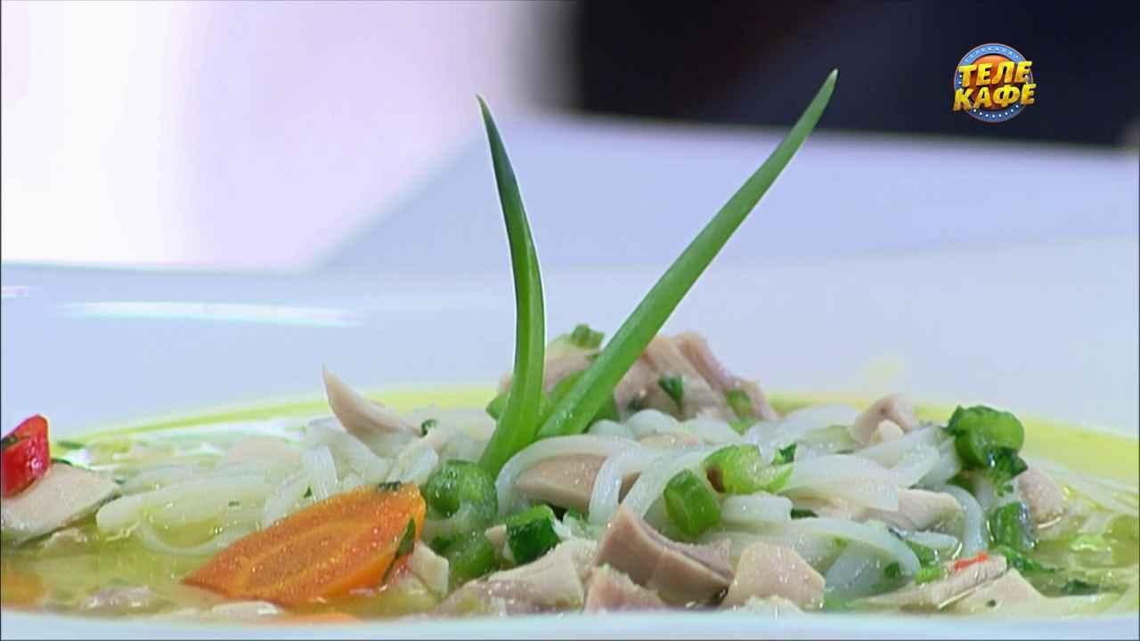 Суп по-азиатски с курицей и перцем чили