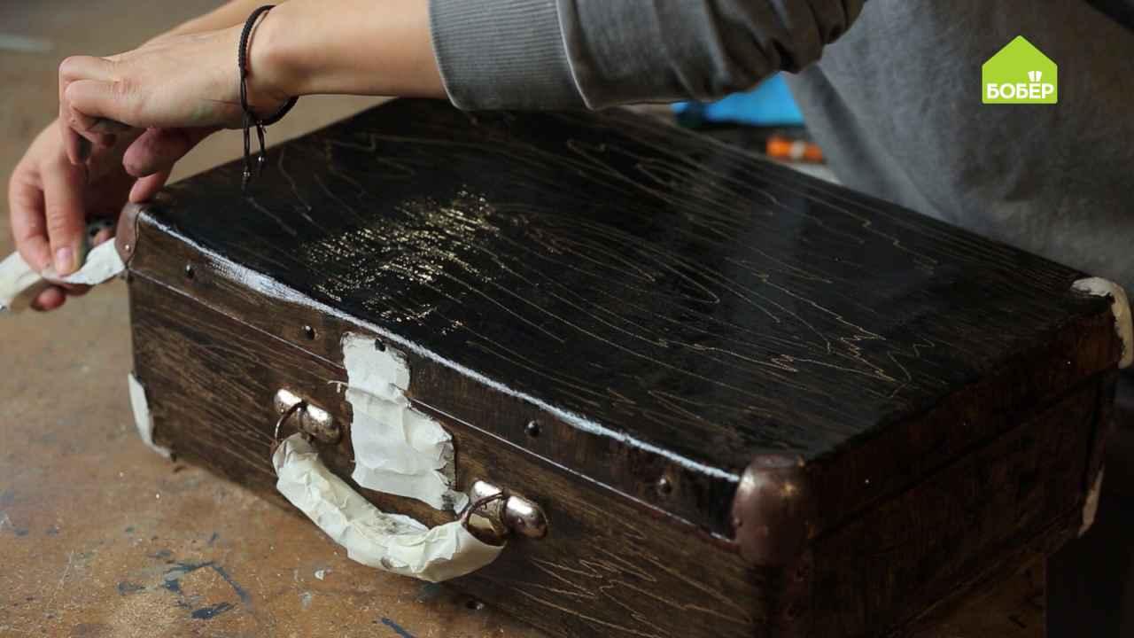 Как покрасить чемодан из дерматина
