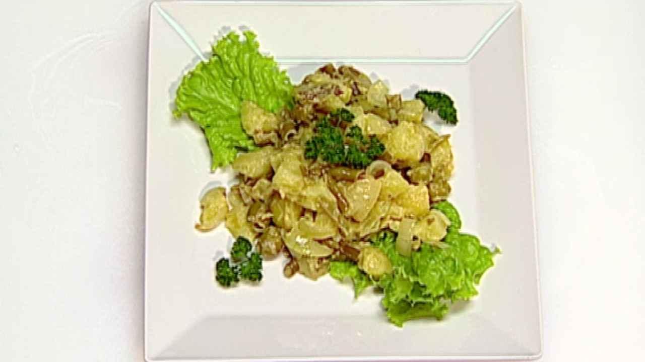 Тёплый салат с картофелем и фасолью