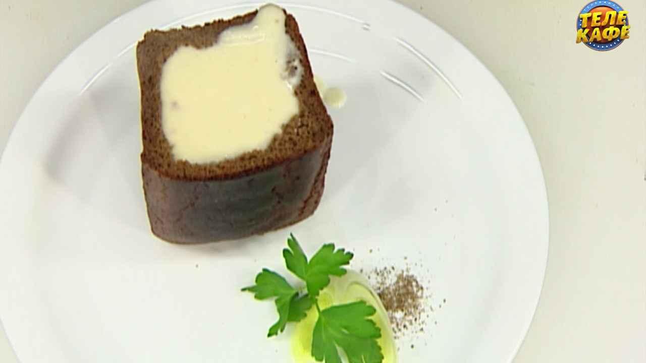Крем-суп из белых кореньев в чёрном хлебе