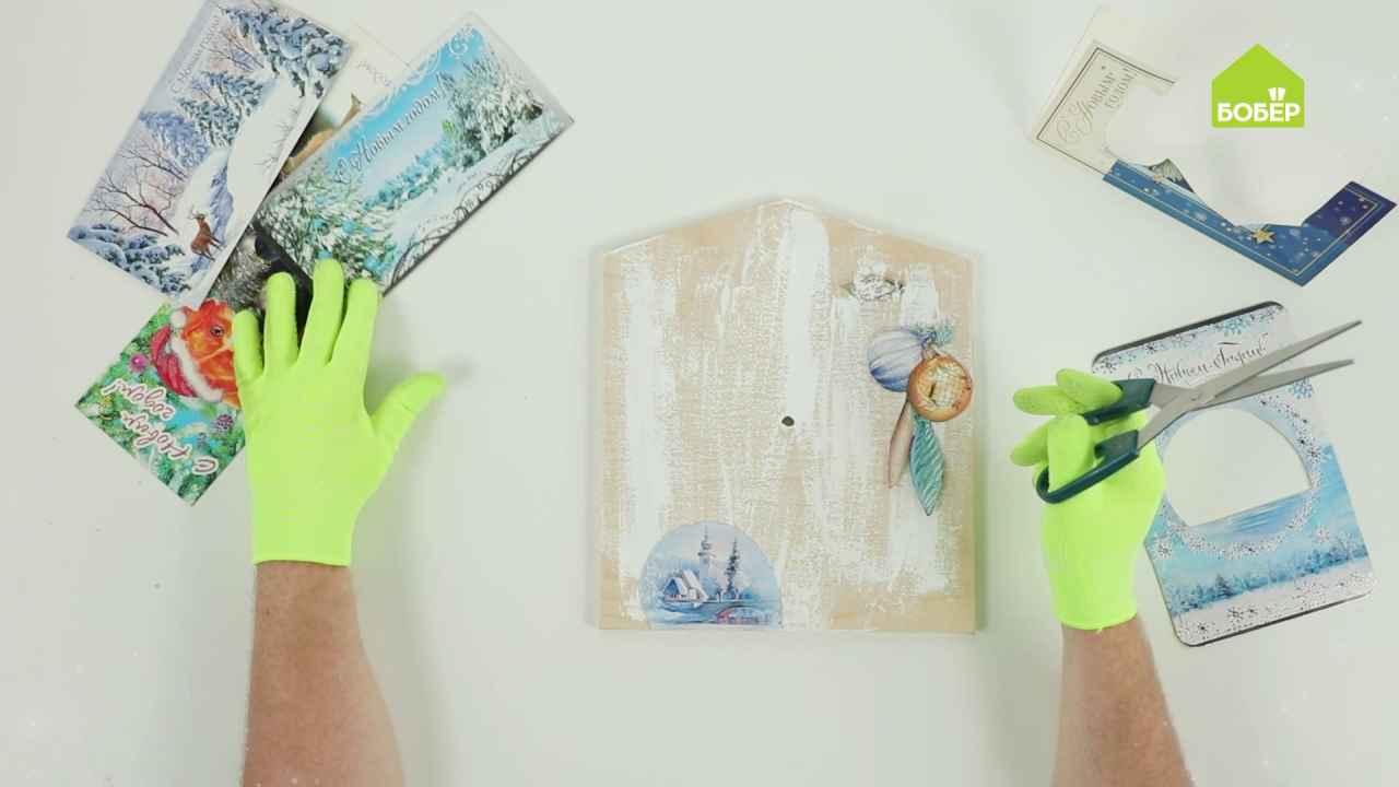 Новогодние часы-дом из фанеры и открыток