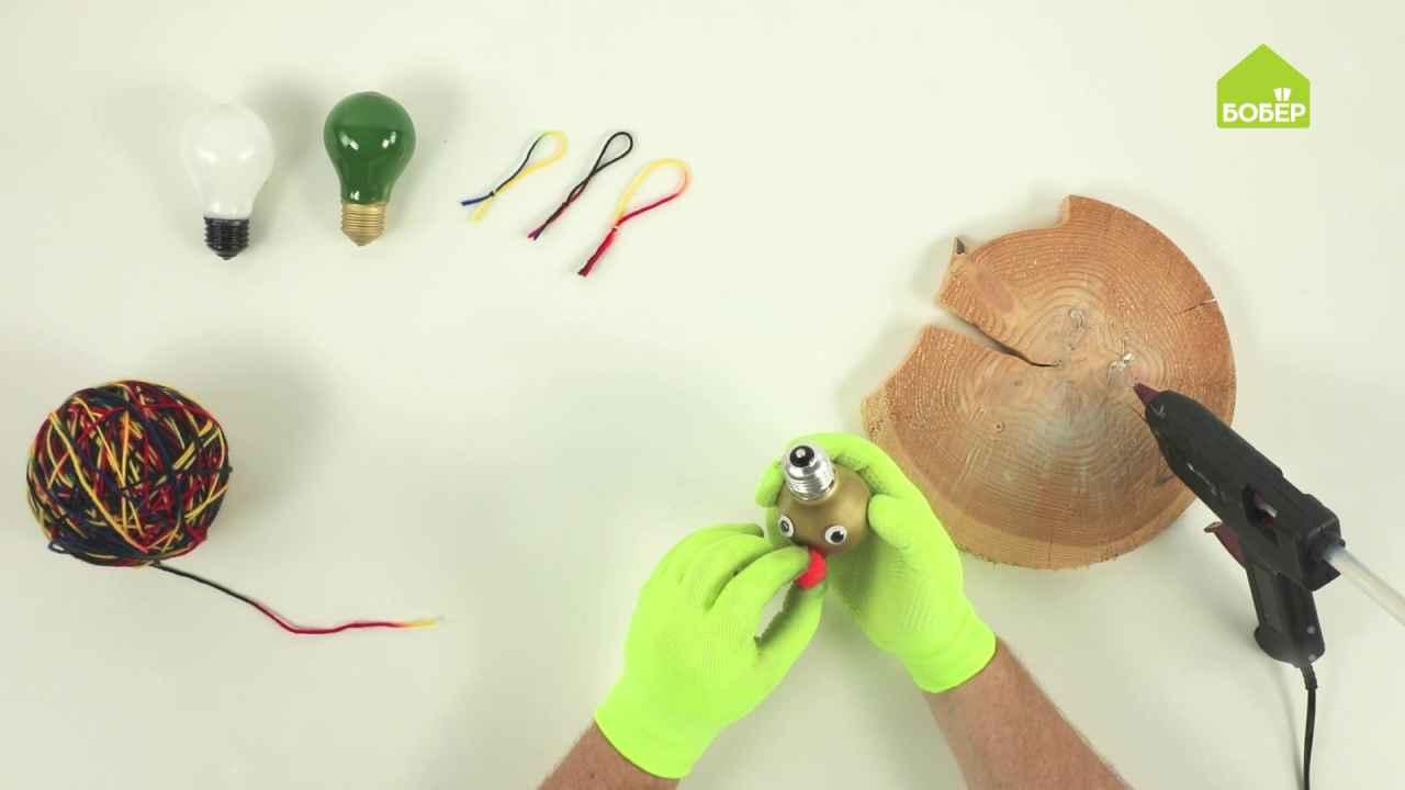 Как сделать ёлочные игрушки из старых лампочек