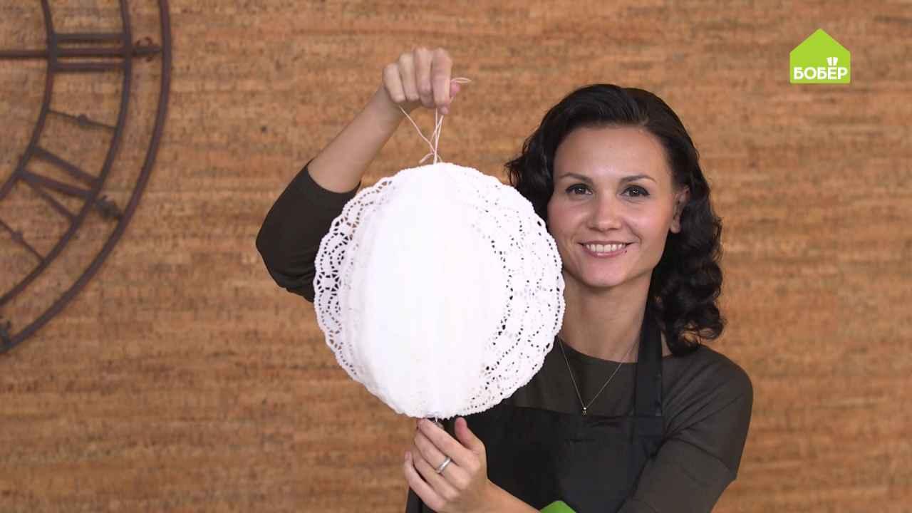 Новогодние шары из бумажных кружевных салфеток