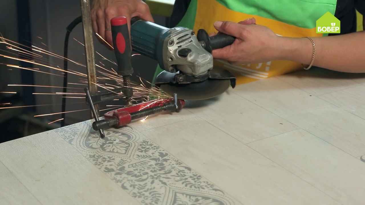 Как отпилить металлическую деталь небольшого размера