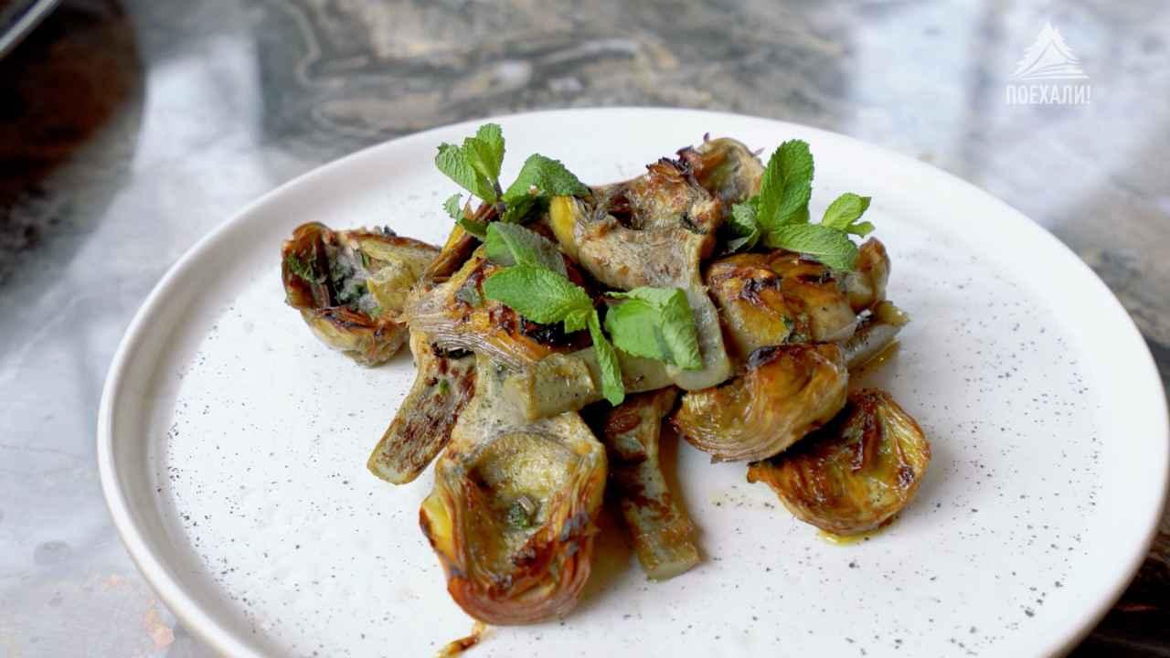 Артишоки по-римски с куриным бульоном