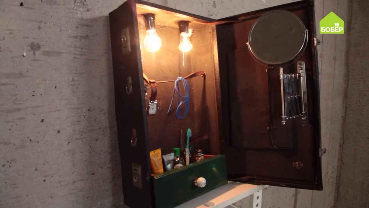 Шкафчик для бритья из старого чемодана