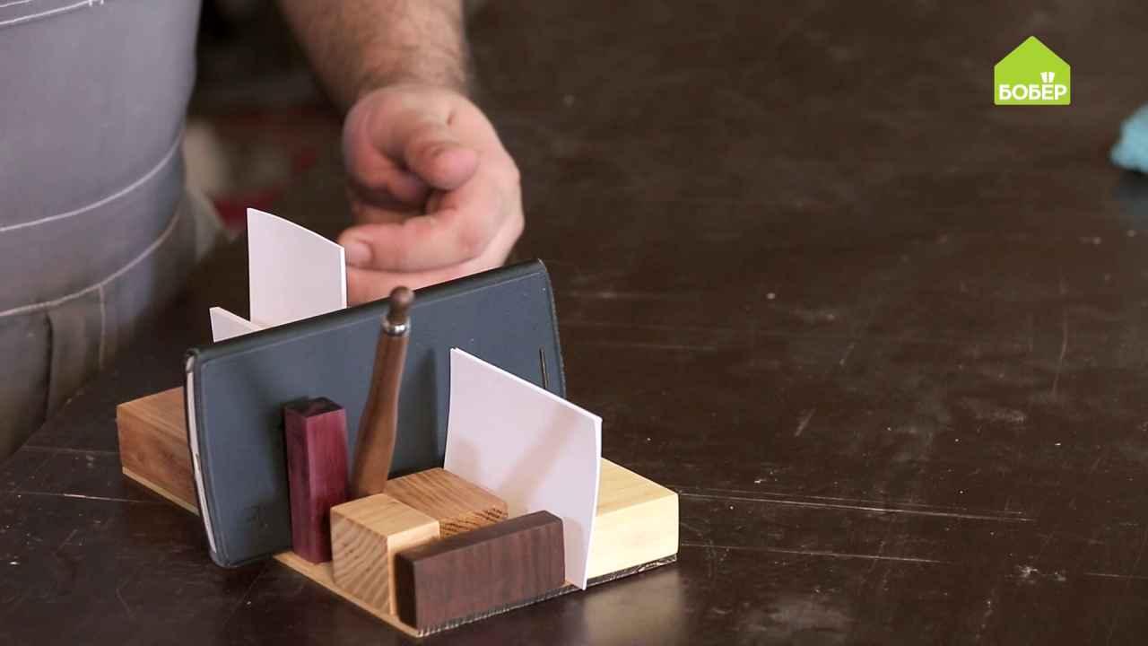 Холдер для бумаг из обрезков красного дерева