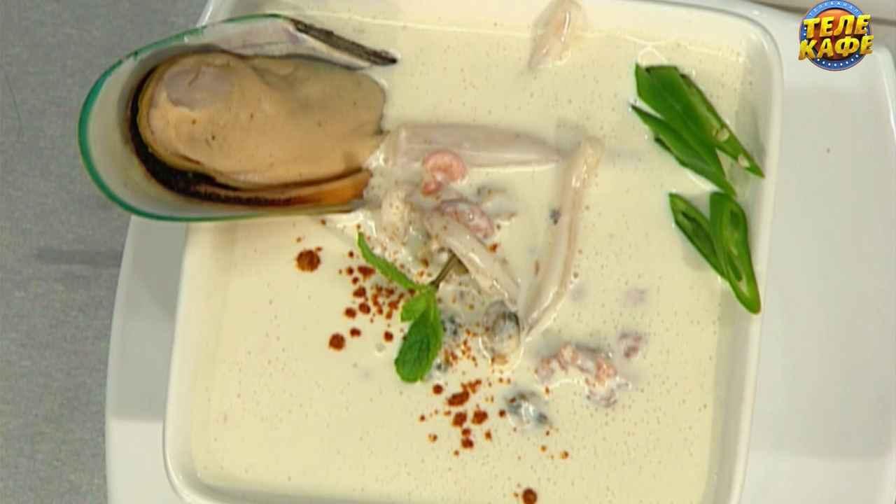 Суп из морепродуктов в молочном соусе