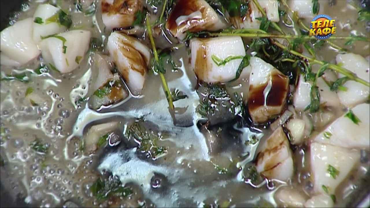 Топинг из морского гребешка и свежих трав