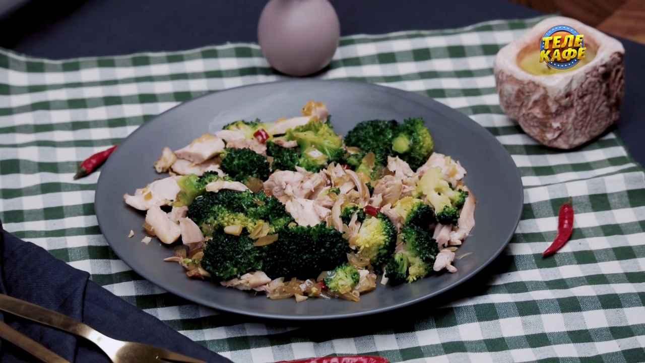 Тёплый салат с брокколи и курицей