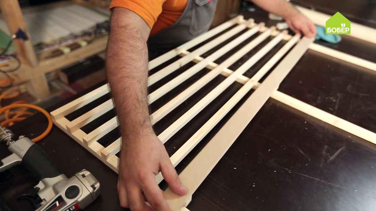 Решётка на окно из деревянных реек
