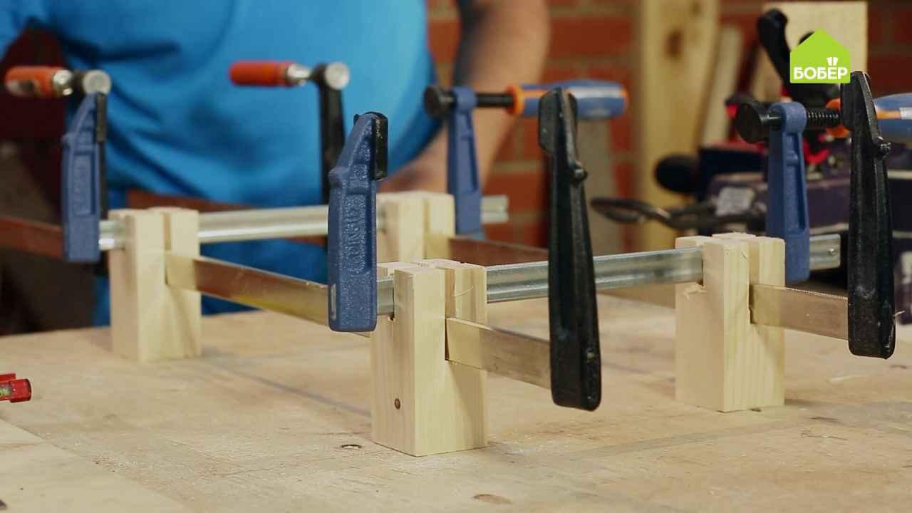 Кондуктор из бруска и струбцин для работы с деревянными заготовками