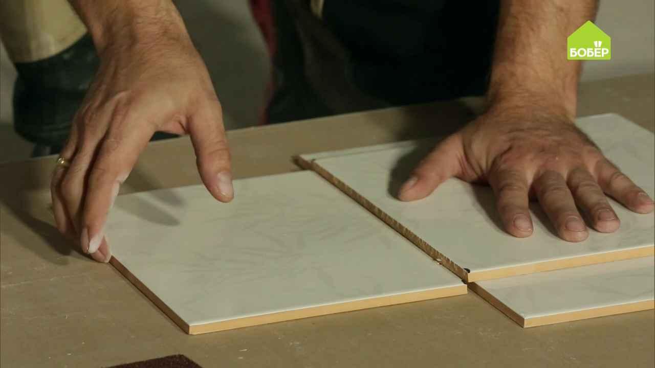 Режем плитку при помощи стеклореза