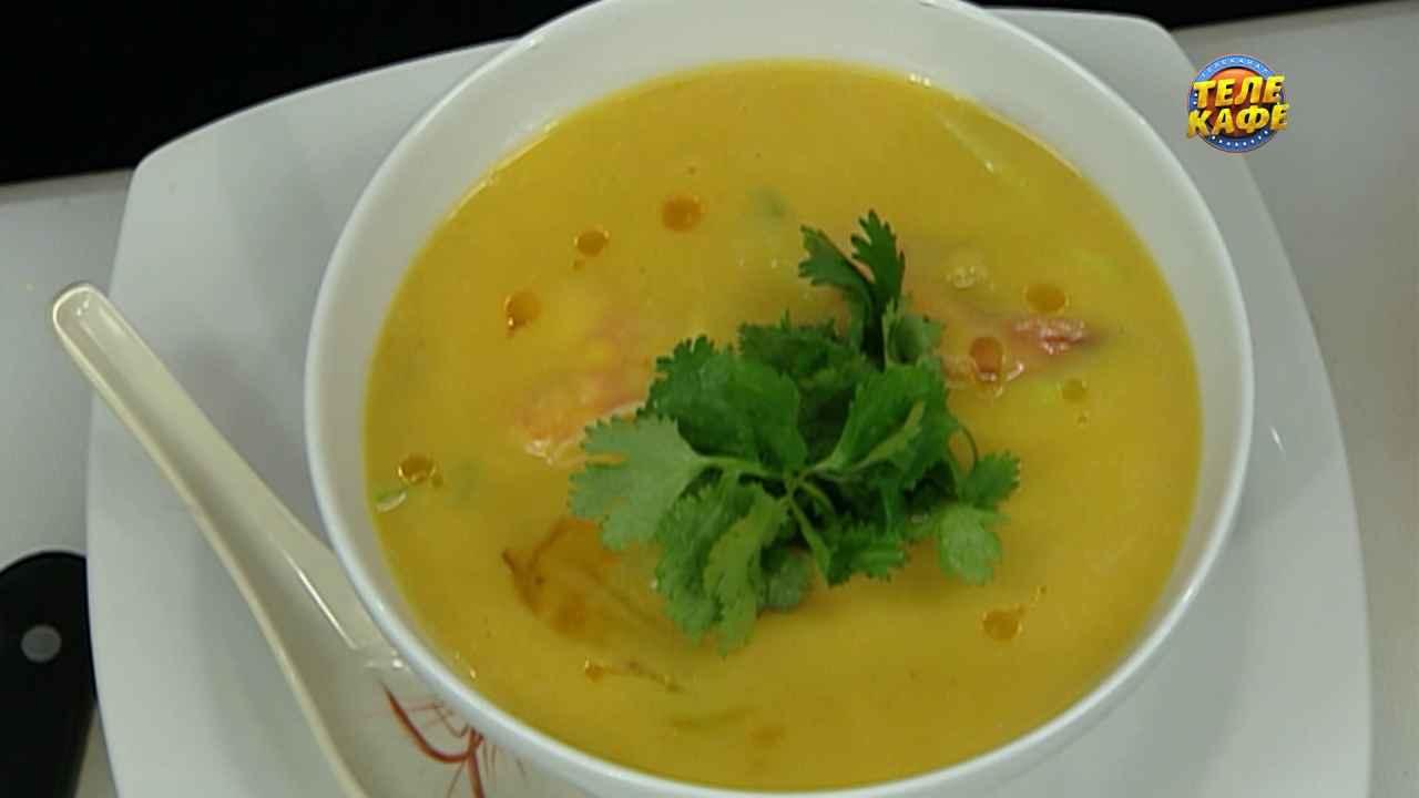 Тыквенный крем-суп с креветками и мини-кукурузой