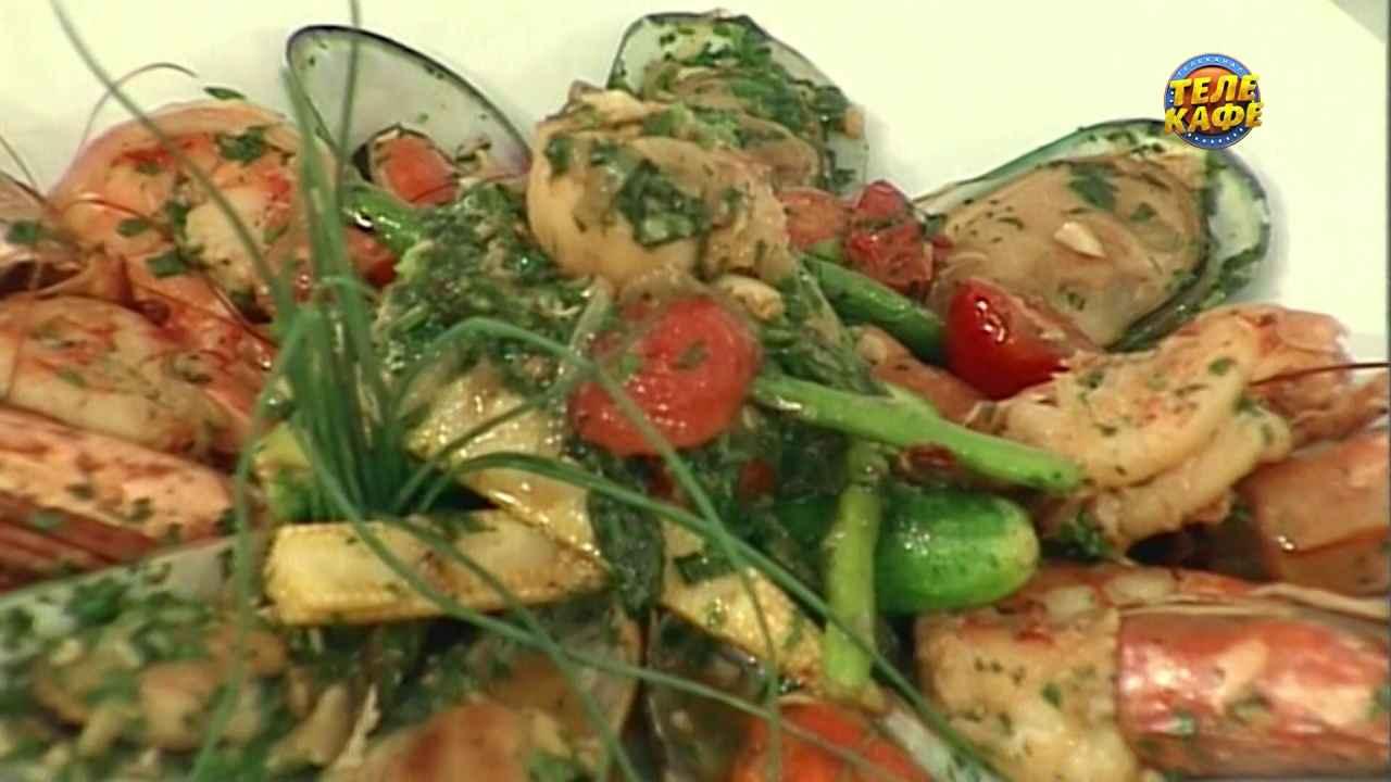Морепродукты фламбе с овощами черри