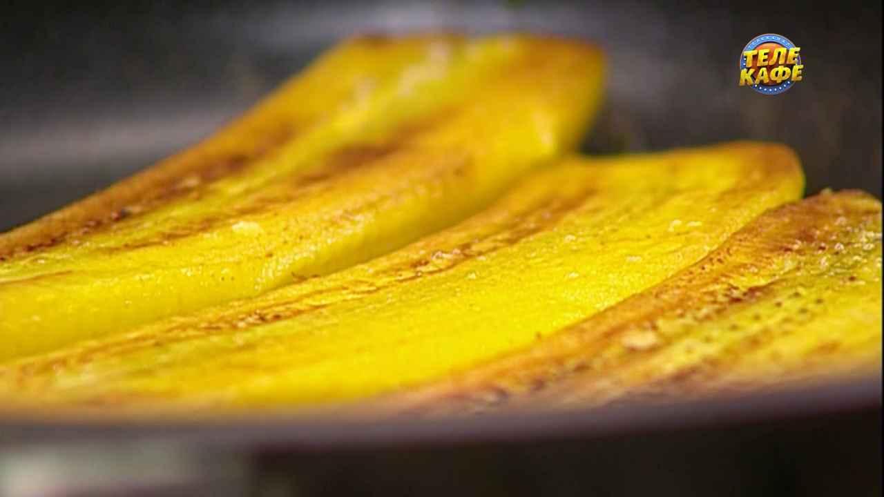 Жареные бананы с кокосовым соусом