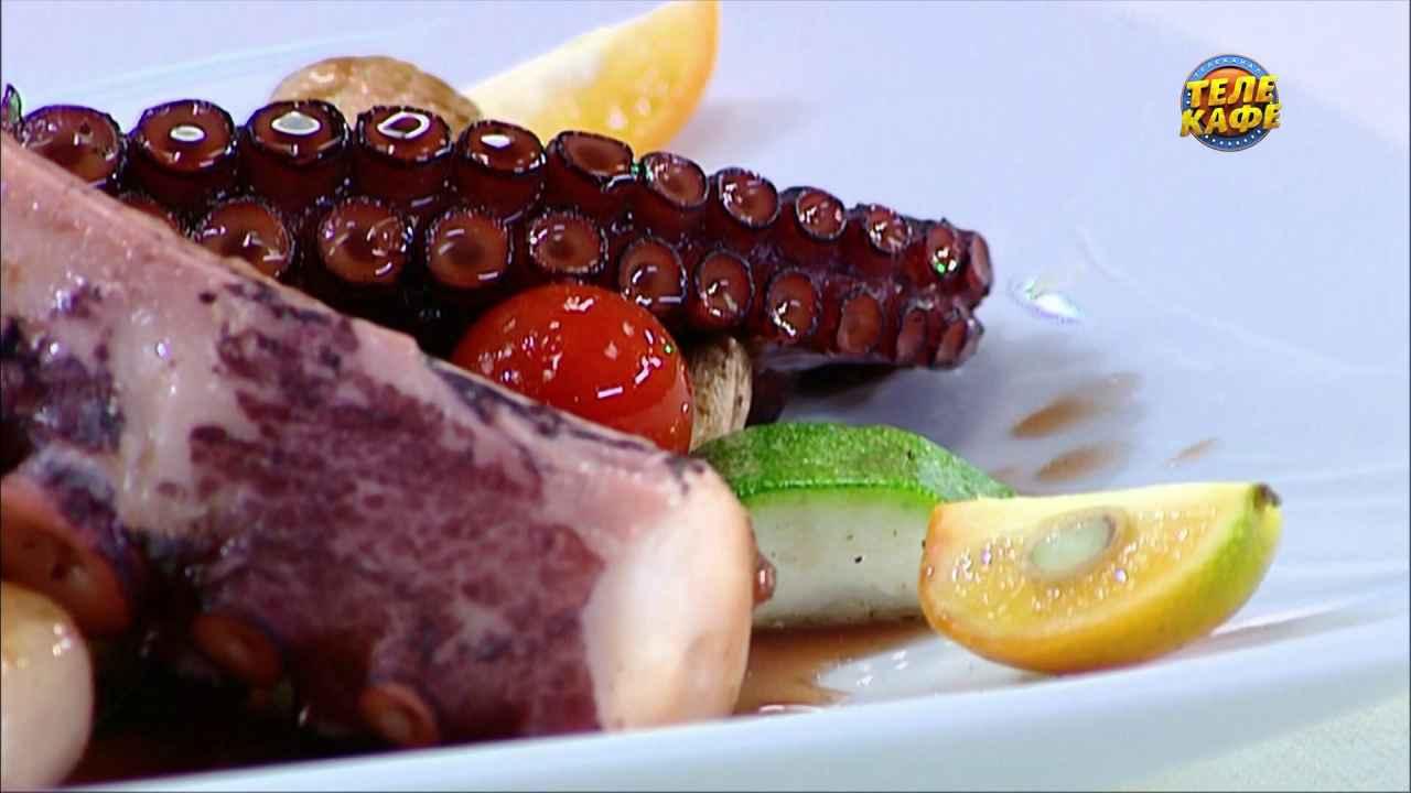 Осьминог, карамелизованный вином Коммандария, с овощами гриль