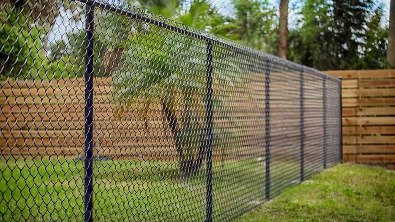 Из какого материала выбрать забор