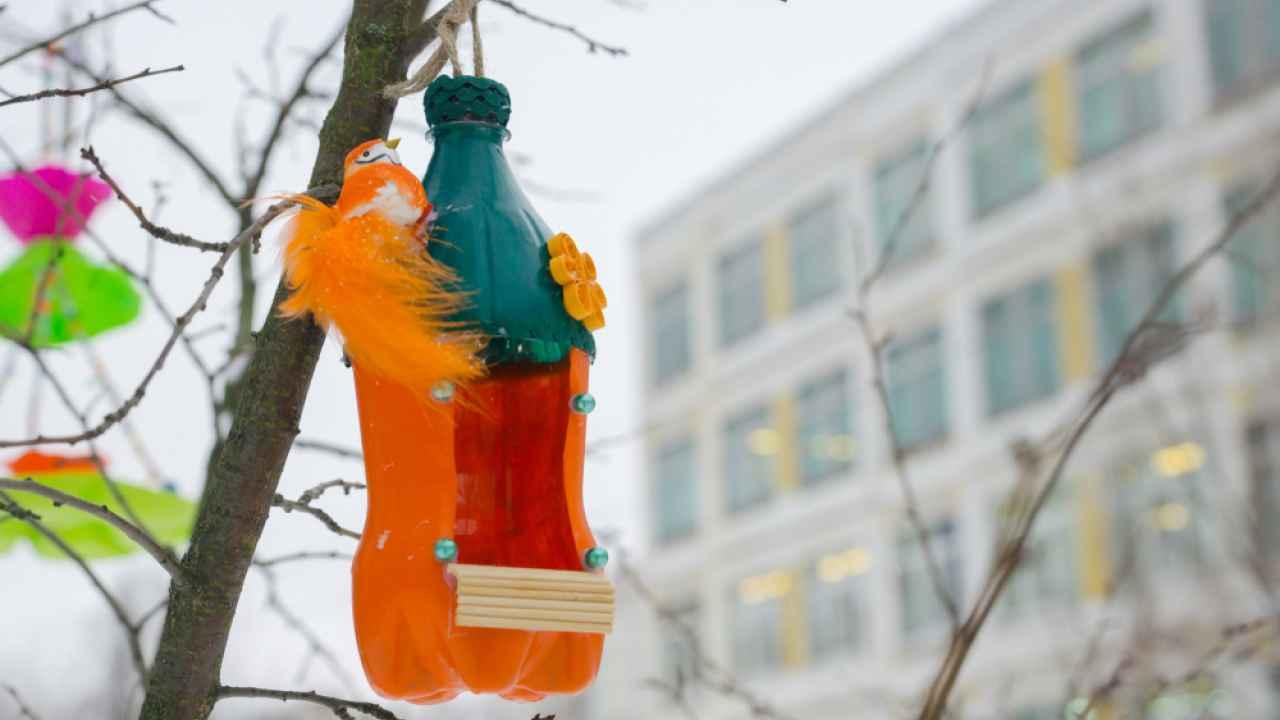Поделка — кормушка для птиц своими руками из пластиковых бутылок