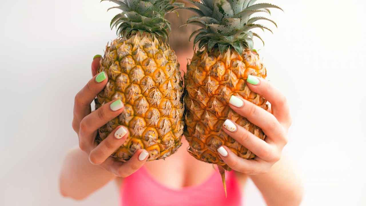 Как правильно выбрать хороший спелый ананас при покупке: обращаем внимание на хвостик, чешую, аромат, звук, вес. Какой ананас не стоит покупать?